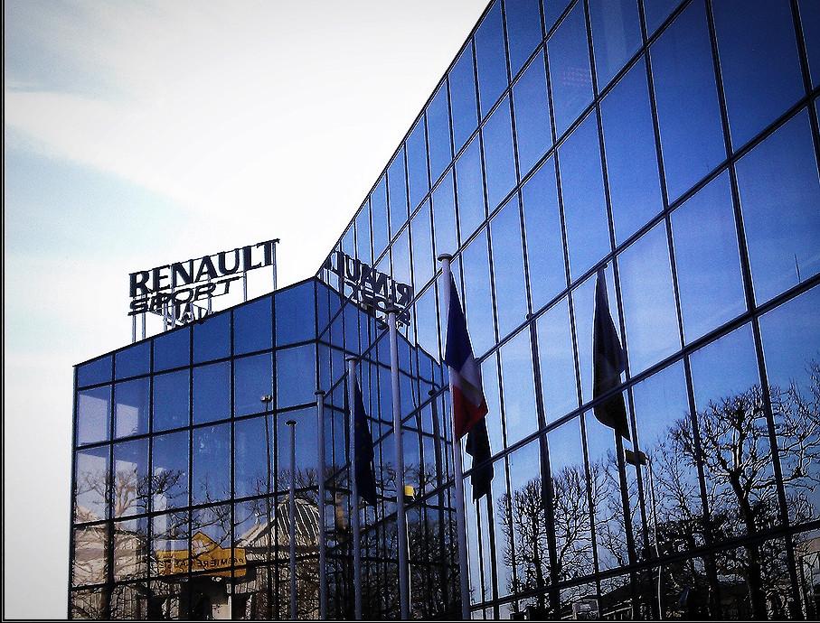 non aprite quella porta una visita alla renault sport motorsport republic. Black Bedroom Furniture Sets. Home Design Ideas