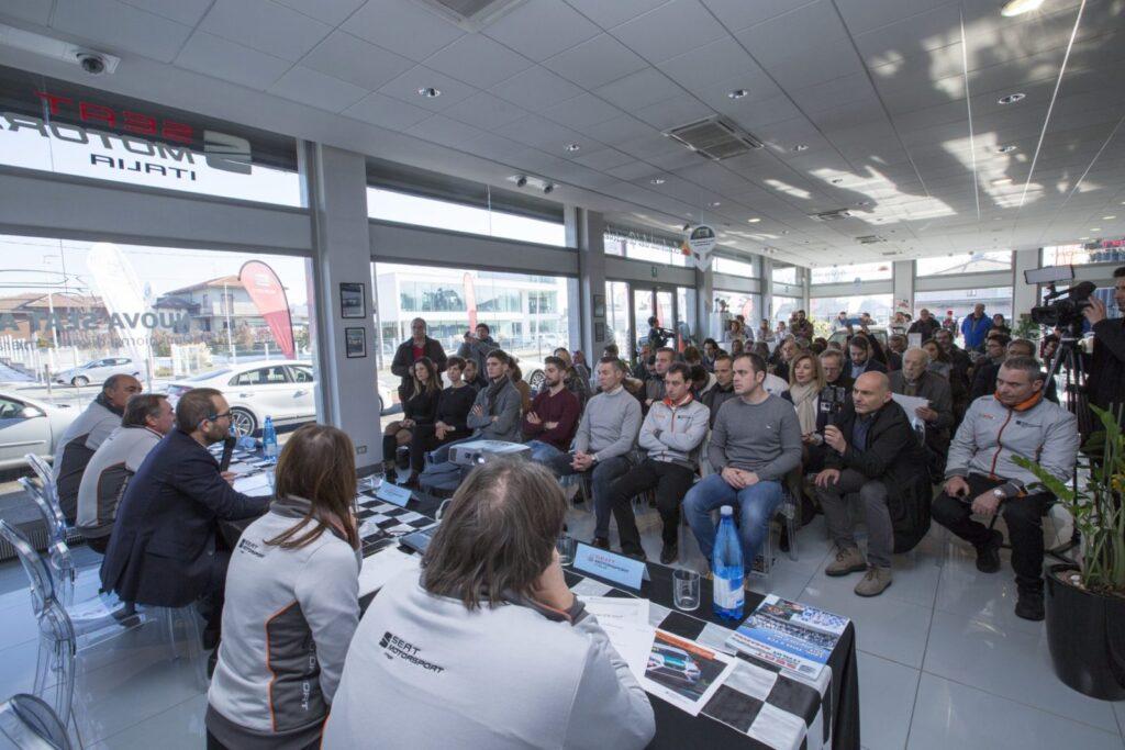 Piloti, Team e giornalisti. Molti i partecipanti alla presentazione dei programmi della filiale italiana della Casa spagnola