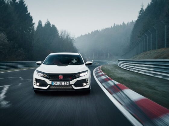 La nuova Honda Civic Type R stabilisce il nuovo record del Nürburgring