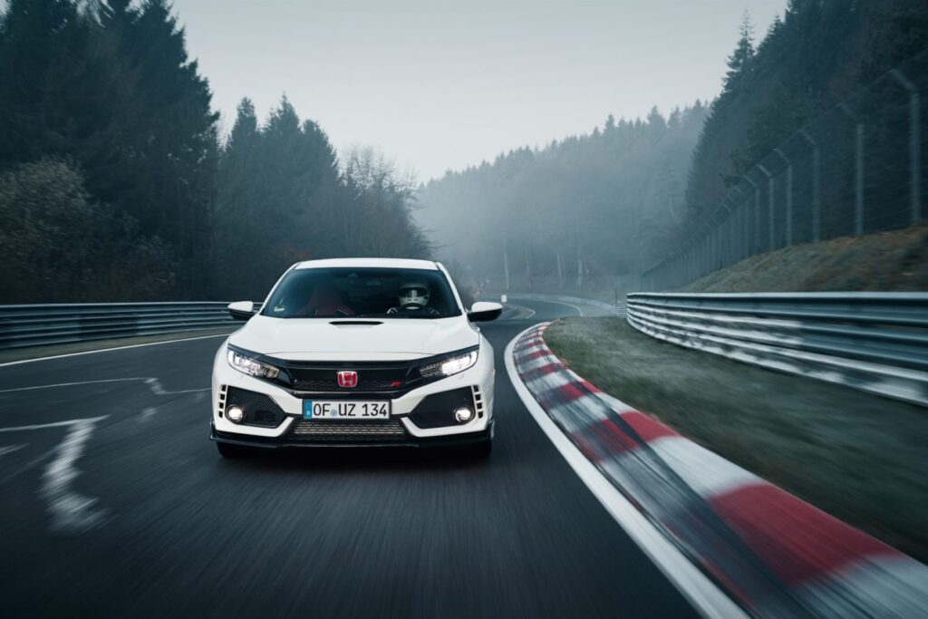 La nuova Honda Civic Type R stabilisce il nuovo record del Nürburgring [Video]