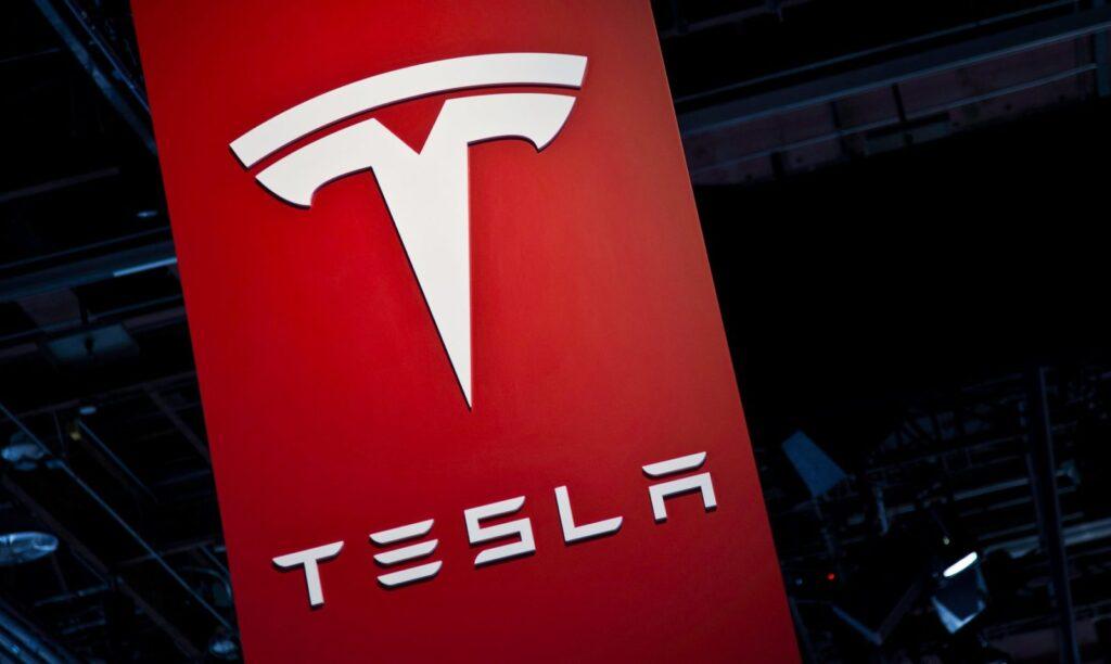 Tesla supera, in valore, GM e Ford. [Video]