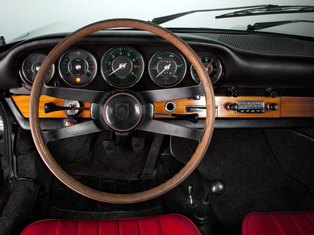 [1963] Una vista del cruscotto della Porsche 911 2.0.