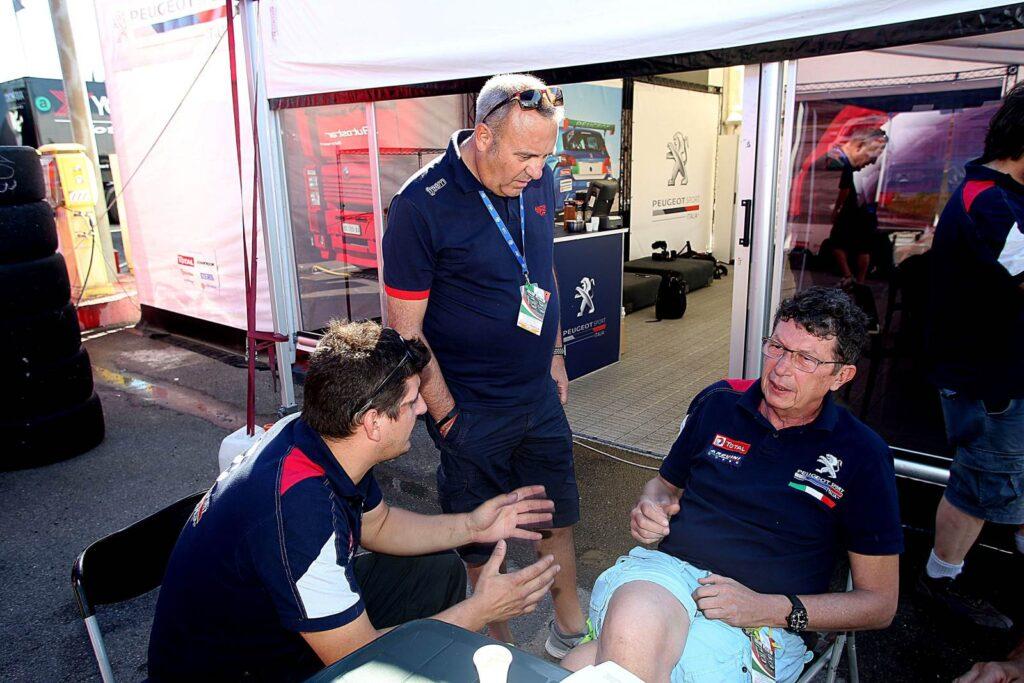 Massimo Arduini e Marcello Sabbatini, direttore del mensile Auto insieme a Giampaolo Gori direttore tecnico di Arduini Corse (Arduini Corse,PeugeoT 308 MI16-TCT#103)