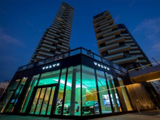 Volvo Studio a Milano durate le prime luci dell'alba