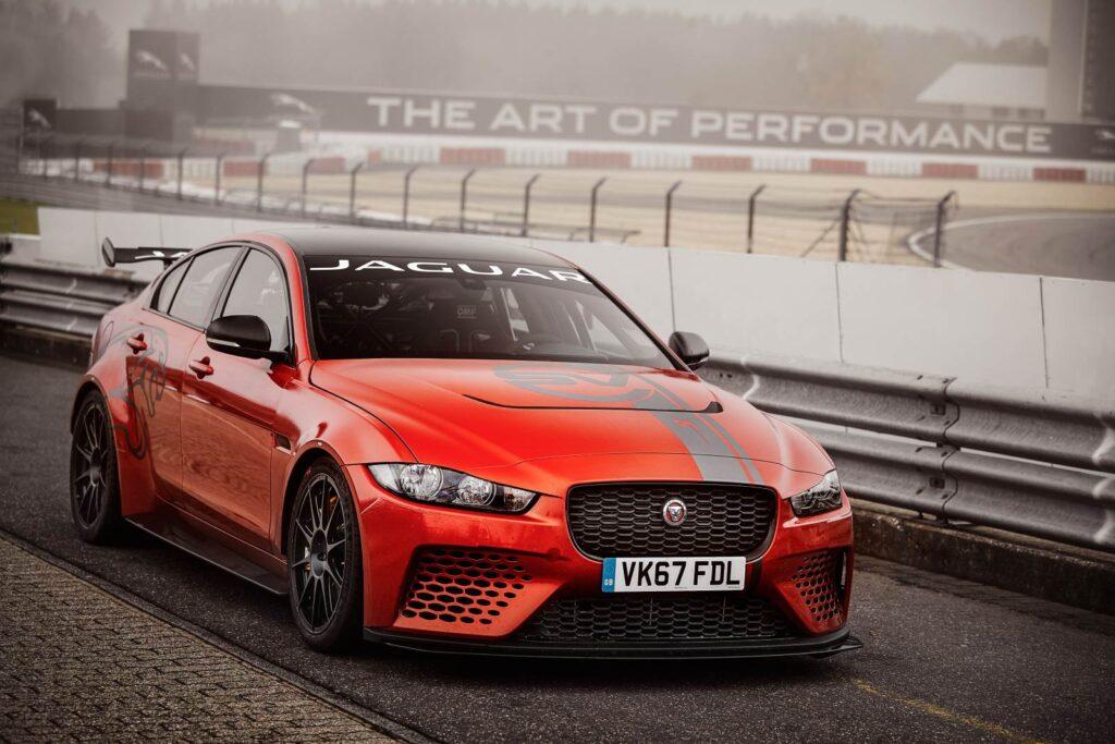 Jaguar XE SV Project 8. Nuovo record sul giro sul Nurburgring
