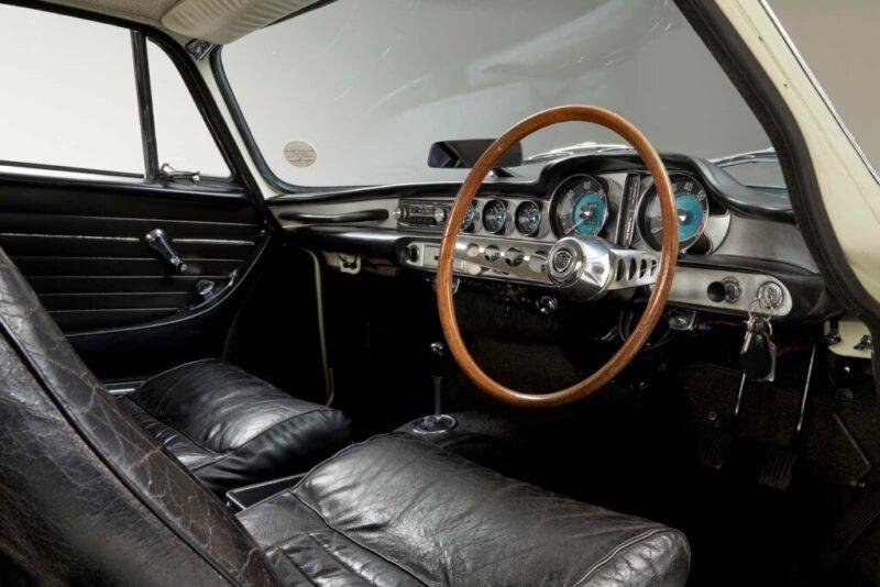 Interno della Volvo 1800 S