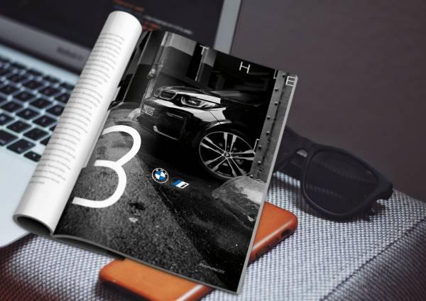 Il nuovo logo BMW su un magazine