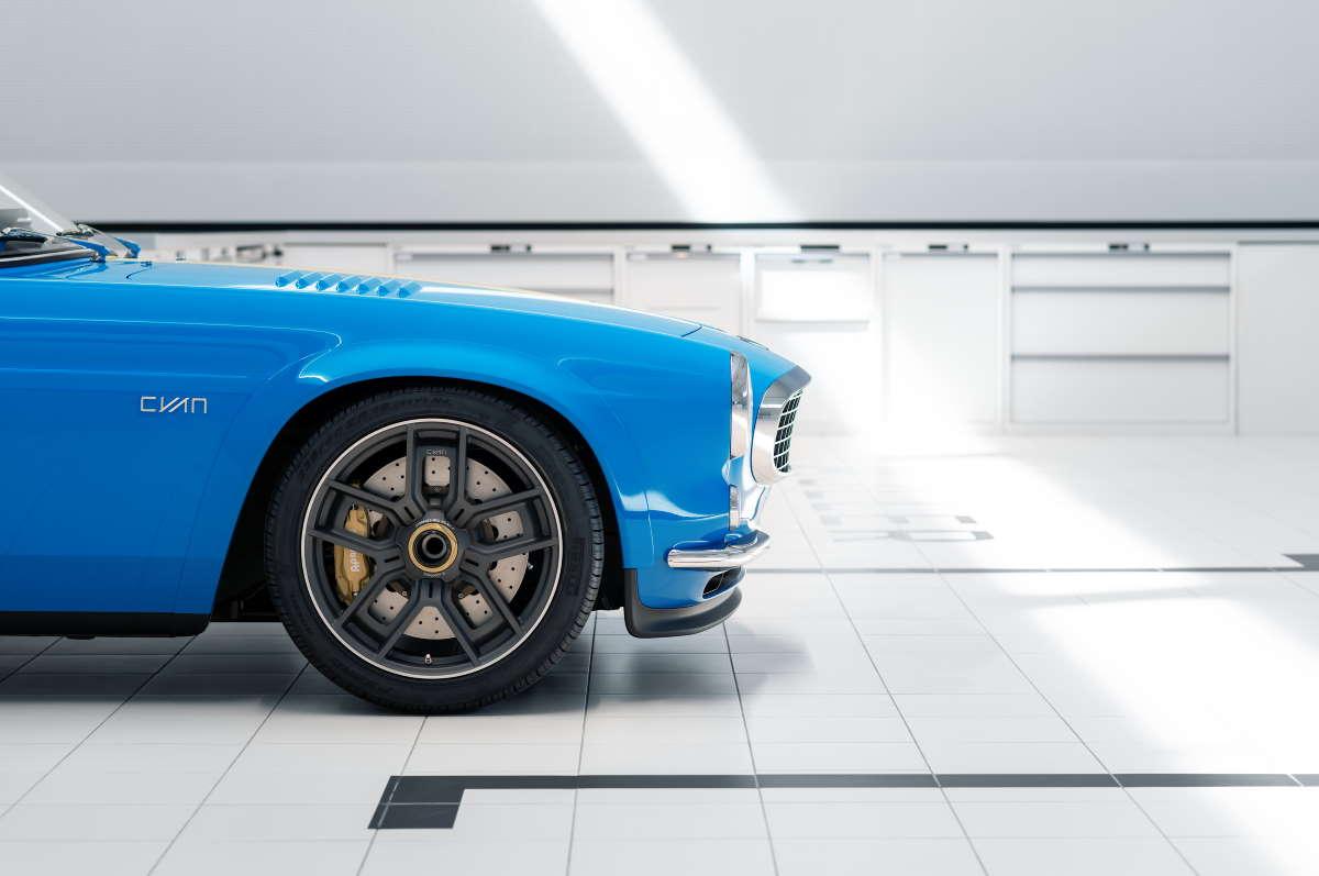 Dettaglio ruota anteriore Volvo P1800 Cyan
