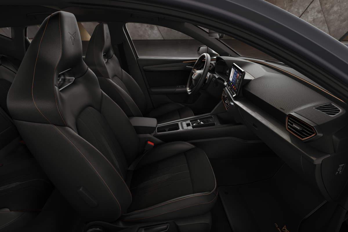 Gli interni della nuova Cupra Leon TSI 300 cv DSG