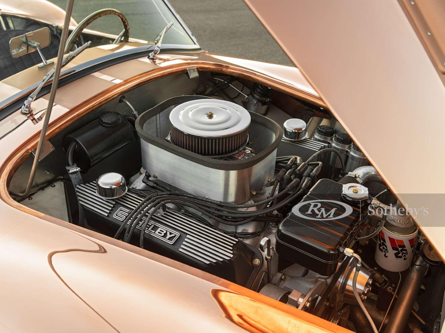 Shelby Cobra il motore da 7.6 litri
