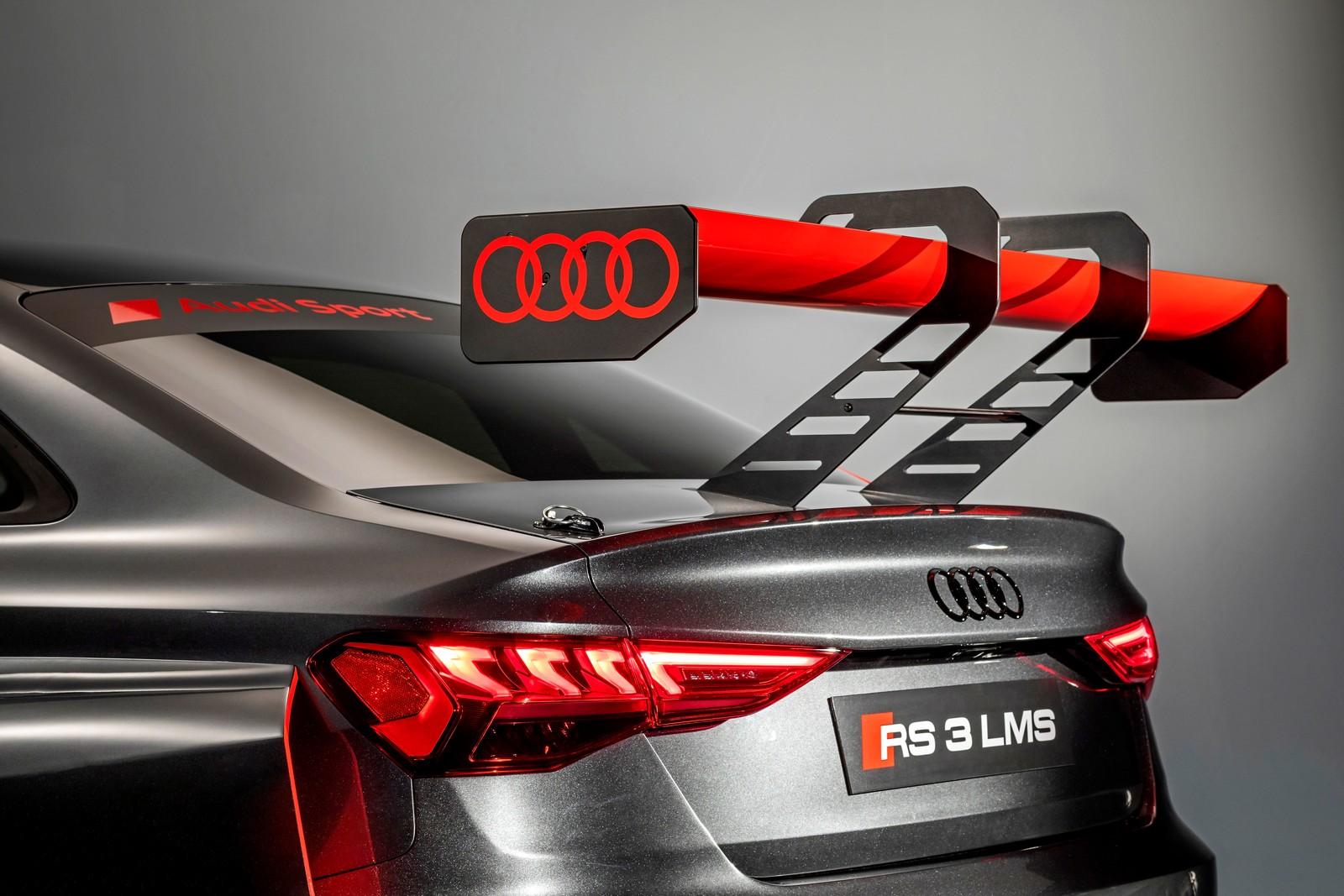 Audi RS3 LMS TCR. Dettaglio dell'alettone posteriore