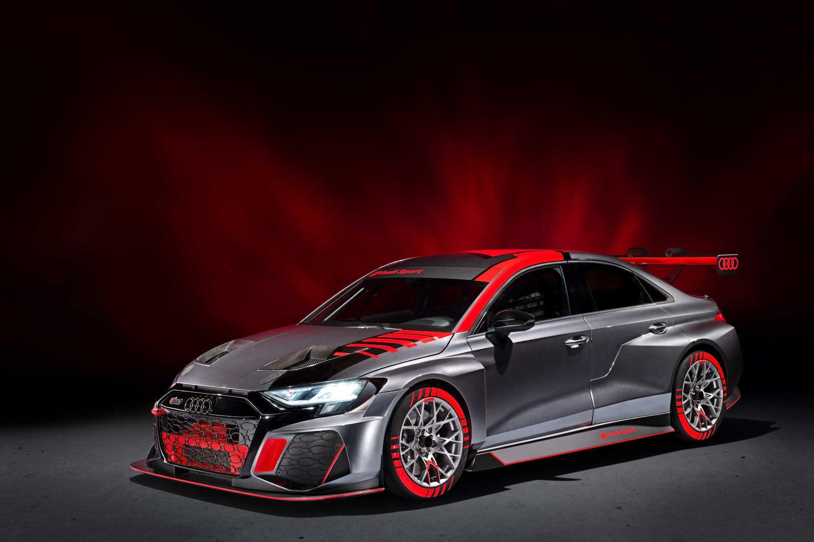 Audi RS3 LMS TCR vista tre quarti anteriore