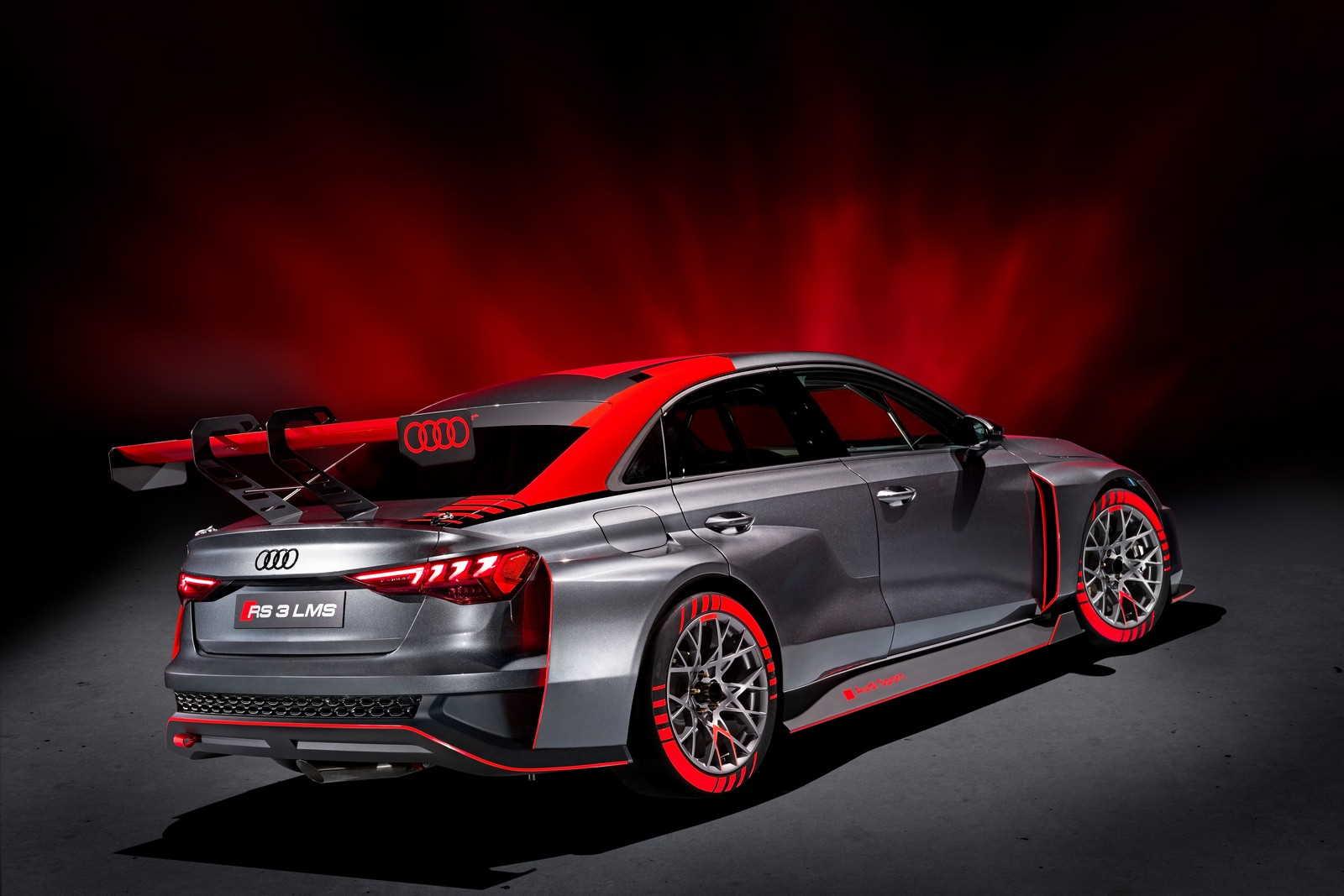 Audi RS3 LMS TCR vista tre quarti posteriore
