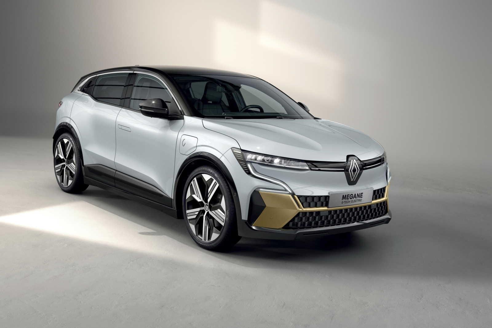 New-Renault-Megane-E-TECH-Electric-vista-tre-quarti-anteriore