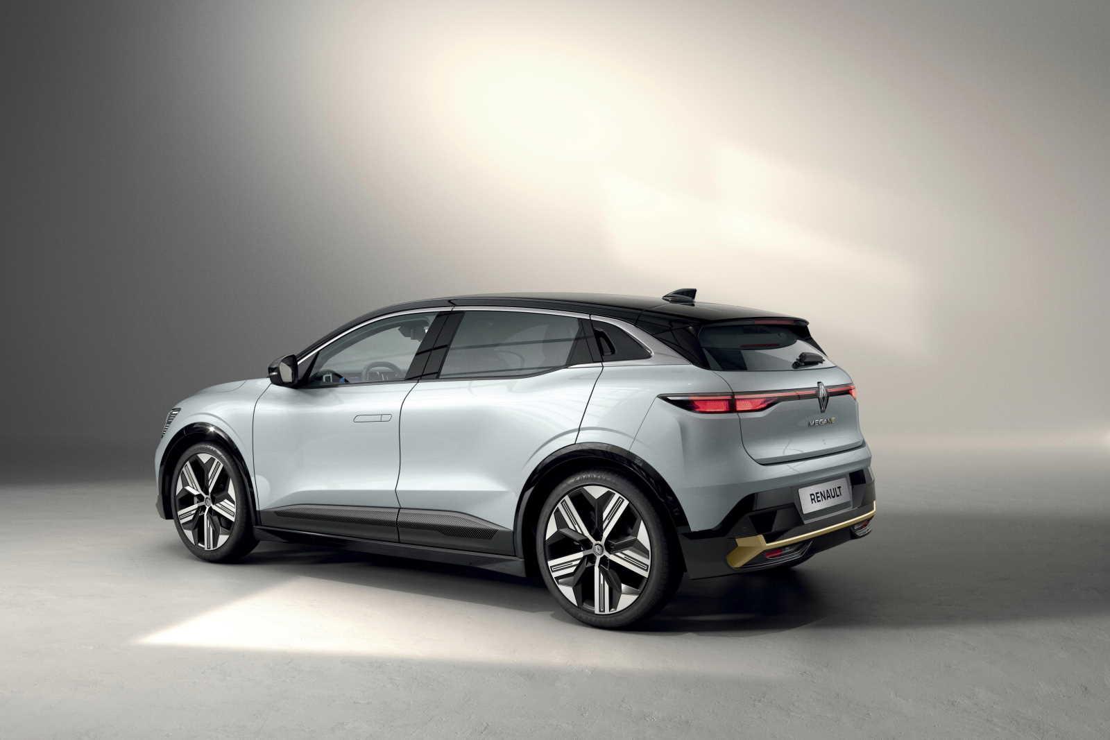 New-Renault-Megane-E-TECH-Electric-vista-tre-quarti-posteriore